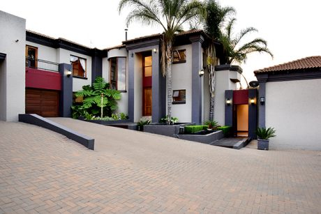 Stunning House for Sale in Mooikloof Estate